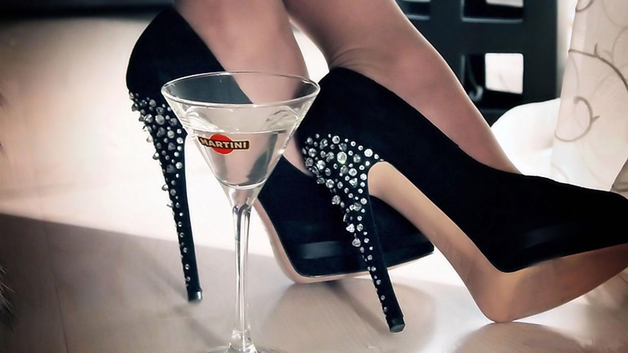 Девушки пьют мартини фото
